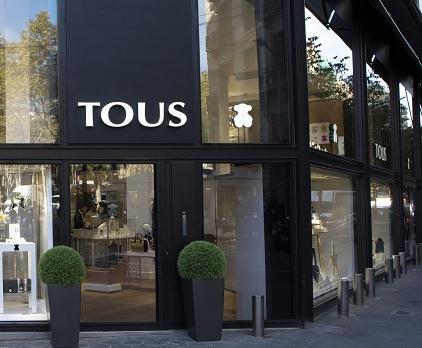 La desescalada llega tambien a las tiendas de Tous