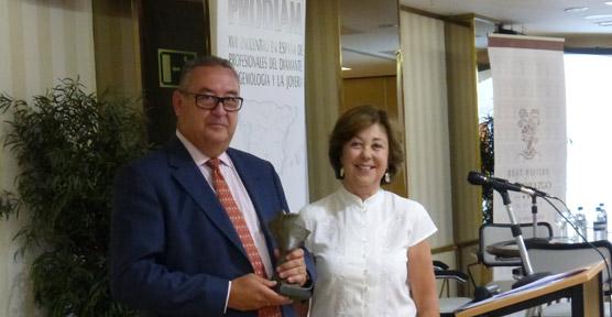 Fernando Yandiola recibió el Premio Nicolau de la Asociación Española de Tasadores de Alhajas