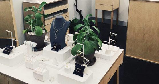 La firma joyera Apodemia inicia su expansión con tiendas franquiciadas en España y abre dos nuevos locales en la capital